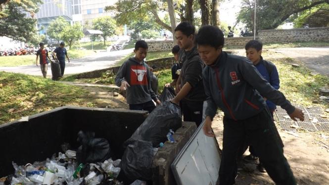 Pembuangan sampah hasil ZWE.
