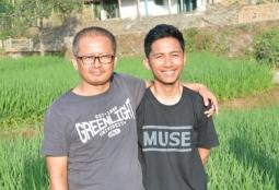 Bersama Pak Bambang. Taken by Serina.