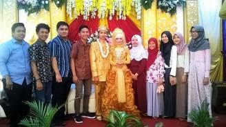 Foto bersama pengantin.