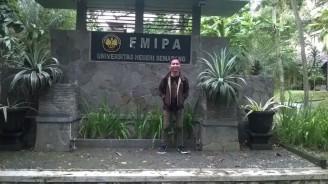 Di depan FMIPA Unnes.