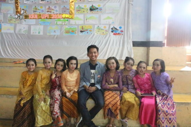 With 'My Best Friends and The Gank'.